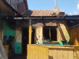 Incendiu la Sânnicolau Român: O femeie a murit carbonizată în propria-i bucătărie de vară (VIDEO)