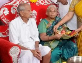 O femeie din India a născut gemene... la 73 de ani!