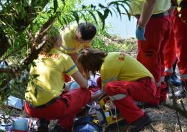 Doi copii au fost salvaţi de la înec de sătenii din Şoimi, care au văzut că i-a luat apa