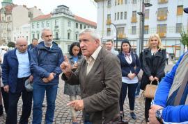 """Primul candidat la prezidenţiale ajuns la Oradea, în drum de la Viena: Mircea Diaconu şi-a vrăjit admiratorii destăinuindu-se că este... """"un bleg"""" (FOTO)"""