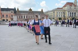 Sărbătoare nemţească: Tineri germani din ţară şi din străinătate au cântat şi au dansat în centrul Oradiei (FOTO/VIDEO)