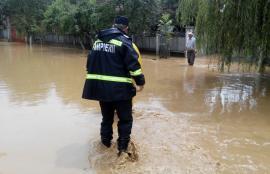 Cod galben de inundaţii pe Crişul Negru în Bihor. Sfaturile pompierilor