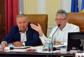 Reacţiile şefilor CJ Bihor după victoria lui Vulcu în instanţă: Pásztor zice că doar a semnat, iar Mang susţine că 'nu s-a greşit cu nimic'