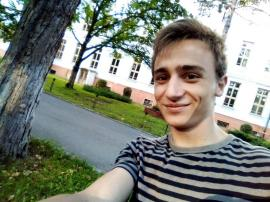 Adolescentul care s-a spânzurat la Oradea a luat peste 9 la Bac! Ionatan voia să studieze aviaţia în China (VIDEO)