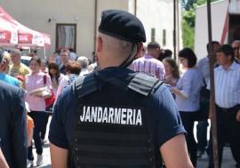 Sfânta Jandarmerie: În loc de informaţii utile pentru cetăţeni, jandarmii se ţin de mesaje creştineşti