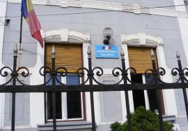 Bărbatul care a vandalizat Postul de poliţie din Tulca a fost plasat sub control judiciar