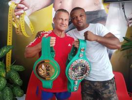 Răzbunătorul! 'Junior' Makabu, antrenat la Oradea, l-a bătut prin KO pe 'Ciocanul rusesc' Kudryashov (VIDEO)