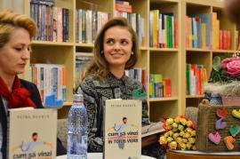 'Cum să vinzi o pereche de bocanci în toiul verii'. O tânără orădeancă a lansat o carte cu ponturi de vânzări (FOTO)