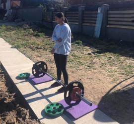 Cu gândul la Jocurile Olimpice de la Tokyo, judoka Larisa Florian se pregăteşte... în grădina casei din Oradea