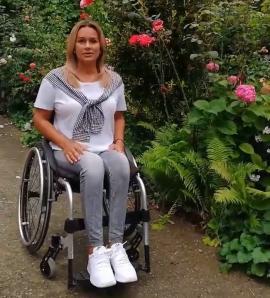 O tânără în scaun cu rotile, primul ambasador 'Let's do it, Bihor!' (VIDEO)