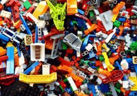 Percheziţii înOradea: Peste 300 de jocuri LEGO contrafăcute, confiscate de la un orădean care le vindea pe internet