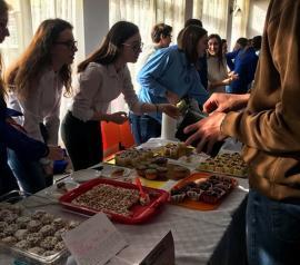 Lăzăriștii au avut o zi dulce: Carnavalul prăjiturilor, scenete și spectacole cu ocazia zilei școlii (FOTO)