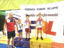 Trei medalii pentru micii luptători orădeni la Campionatul Naţional pentru juniori mici de la Piteşti (FOTO / VIDEO)