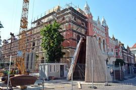 Trafic restricționat, marți, în Piața Unirii din Oradea: se va monta turla Palatului Episcopal Greco-Catolic