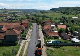 Atenţie, şoferi: Traficul pe DN 76 a fost deviat între Hidişelu de Sus şi Copăceni pentru ca lucrările de reabilitare să fie accelerate (FOTO)
