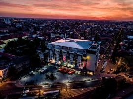 Crișul Shopping Center, de 40 de ani în inima orașului (FOTO)