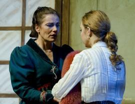 """Maia Morgenstern este matroana unui bordel în """"Profesiunea doamnei Warren"""", la Casa de Cultură a Sindicatelor"""