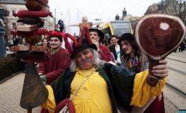 Bihorenii, invitaţi la Festivalul Mangaliței de la Debreţin. Excursie cu autocarul, ghid în limba română şi gustare de pomana porcului