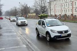 Circa 100 de taximetriști din Oradea și-au condus pe ultimul drum un coleg răpus de Covid (FOTO / VIDEO)