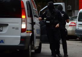Salvare contra-cronometru: O femeie din Oradea pe care fostul iubit a încercat s-o 'gazeze' în apartament a fost scăpată de poliţişti