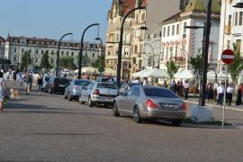 Piaţa maşinilor: Piaţa Unirii, transformată în parcare mai ales la sfârşit de săptămână