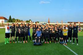 Fotbal caritabil: Echipele Elite & Friends și Club Atletic Oradea au jucat pentru Fundaţia lui Mihai Neşu, în prezenţa fostului fotbalist (FOTO / VIDEO)