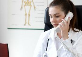 Medicii pot elibera reţete online şi pot acorda consultaţii prin telefon. Cardul de sănătate nu este obligatoriu pe perioada stării de urgenţă