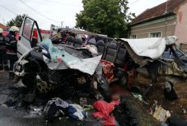 Cauza accidentului mortal din Uileacu de Criş: Şoferul microbuzului a depăşit într-o curbă deosebit de periculoasă