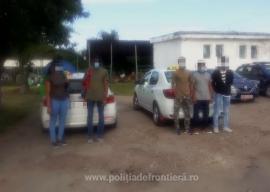 Prinşi de poliţiştii din Bihor. Doi taximetrişti au rămas fără maşini fiindcă au dus migranţi în apropierea graniţei cu Ungaria