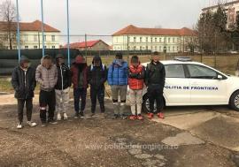 Opt dintr-o lovitură, la Tărian! Un grup de tineri din Afganistan au vrut să fugă ilegal în Ungaria (VIDEO)