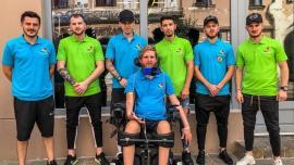 'Tundem pentru Neşu': Frizerii unui salon pentru bărbaţi din Oradea îi tund gratuit pe cei care donează pentrufundaţia lui Mihai Neşu