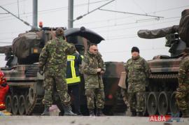 Tragedie la Alba Iulia. Un militar a murit electrocutat, în timp ce descărca tancuri pentru Parada de 1 Decembrie (VIDEO)