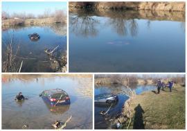 Pescuit cu peripeţii, în Bihor: O maşină s-a scufundat de tot în Crişul Repede, după ce şoferul a uitat să tragă frâna de mână! (FOTO / VIDEO)