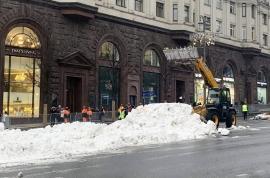 """Rușii """"cumpără"""" zăpadă! Moscova aduce zăpadă artificială pentru o demonstrație de snowboard"""