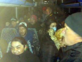 Navetişti înghesuiţi: Bihorenii acuză că firmele care asigură transportul în judeţ nu au suplimentat cursele