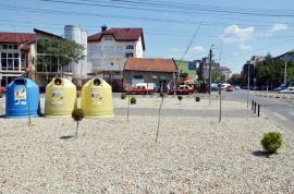 Decizie neinspirată: Gazonul din scuarul de la intersecţia străzilor Aluminei cu Fagului, înlocuit cu pietriş