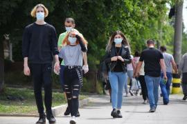 Lămuriri de la autorităţi: În ce condiţii poţi să-ţi dai masca jos în spaţiile deschise