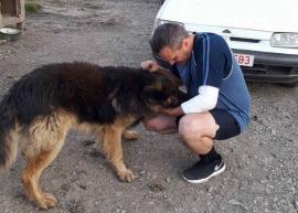 Revedere emoţionantă: Pompierul Paloczi Zsolt s-a reîntâlnit cu câinele pe care l-a salvat din incendiu