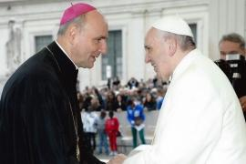 Emoţionanta scrisoare a Papei Francisc pentru episcopul de Oradea, Virgil Bercea: 'Nici flăcările nu au putut să pună stavilă neobositei Tale slujiri'