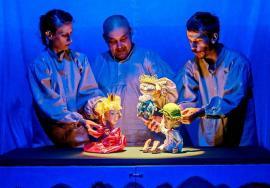 Teatre maghiare de păpuşi din Transilvania și Ungaria vin la Festivalul Fux de la Oradea