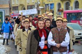 'Asta-i datina străveche': aproape 400 de copii și tineri vor colinda în straie populare prin centrul Oradiei