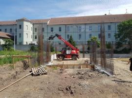ADP Oradea: Se realizează infrastructura fundaţiei la parcarea de pe strada George Bariţiu (FOTO)