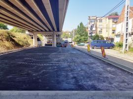 Măsuri anti-ambuteiaj. Parcări şi giraţie sub viaductul drumului rapid peste strada Louis Pasteur din Oradea