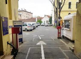 Mașinile municipalității se mută la CAO pentru a lăsa mai multe parcări orădenilor în curtea Primăriei