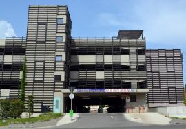 Bătaie de joc! Lifturile parcării supraetajate din spatele Tribunalului sunt defecte de două luni