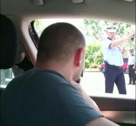 """Slugile Partidului: În ziua mitingului PSD, polițiștii din Târgovişte le-au cerut șoferilor """"parola"""" pentru a intra în oraş (VIDEO)"""