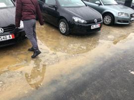 'Bătaie de joc': Bălteşte apa în noua Piaţă 100 din Oradea. Află reacția ADP (FOTO)