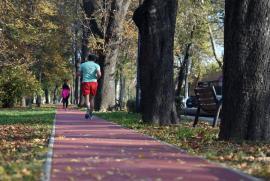Pistă de alergare din tartan, amenajată pe malul Crişului Repede în Oradea
