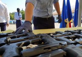 Dotări noi pentru polițiști: Pistoale Beretta, în loc de Carpați (VIDEO)