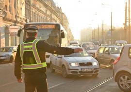 Poliţia Locală nu are dreptul să ceară proprietarului autoturismului datele persoanei care a condus